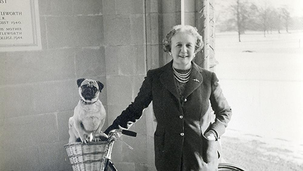 Dorothy-Shuttleworth-and-William-the-pug19521000pxw