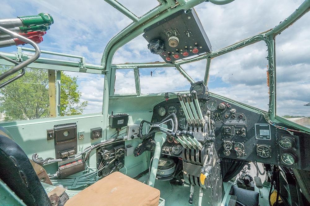 Yorkshire-Air-MuseumHalifax-cockpit